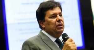 Ministro é a favor de regime especial para professores e contra a terceirização