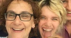 Após assumir namoro com mulher 24 anos mais velha, Bruna Linzmeyer sofre ataques na web