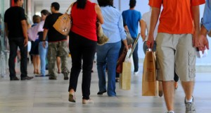 Consumo das famílias tem maior queda desde 1997