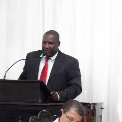Zé Raimundo solicita aprovação do Plano de Cargos e Salários dos servidores em 2013