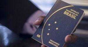 Bahia tem 4,8 mil na fila para receber passaportes; emissão volta hoje