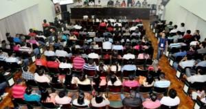 Servidores do Judiciário decidem suspender greve durante assembleia geral