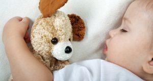 Bebês que dormem no quarto dos pais têm menor risco de morte