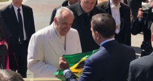 Após esperar 1h30, Doria pede a papa reconsiderar decisão de não vir ao Brasil