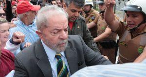 Em Curitiba, o ex-presidente Lula nega acusações feitas contra ele