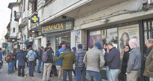 Usuários enfrentam fila e esgotam maconha vendida em farmácias no Uruguai