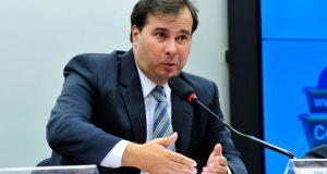 Rodrigo Maia relata à presidente do STF rito de denúncia contra Temer