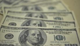 Dólar cai e Bovespa sobe em dia de defesa de Dilma