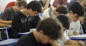 Ensino médio: estudantes querem melhor formação de professores e diálogo