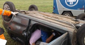 Morador de Humildes morre na BR-101 depois de capotar carro