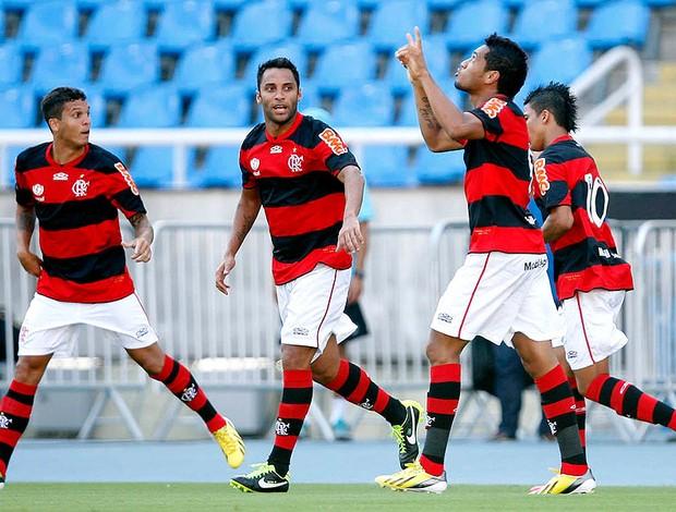 Flamengo vence por 2 a 0 na estreia do Carioca