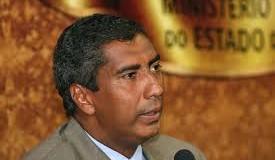Governador coloca em cheque permanência de Almiro Sena no cargo