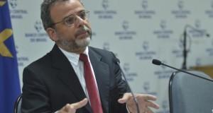Brasil deve ter mais saída do que entrada de investimentos estrangeiros, diz BC