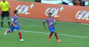 Bahia faz 3 a 0 no Figueirense, mas segue na zona de rebaixamento