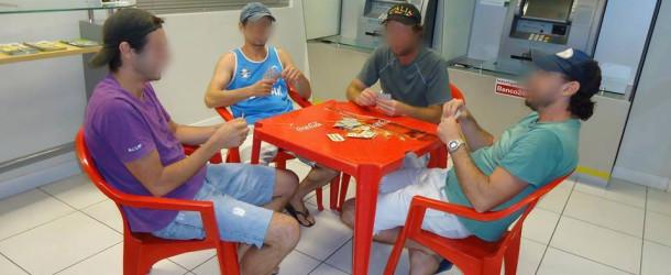 Quarteto é preso no RS depois de jogar baralho dentro de agência bancária
